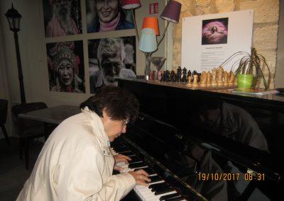 AMBIANCE MUSICALE PAR MME LATARGEZ EN ATTENDANT L'OUVERTURE DE L'O.T.