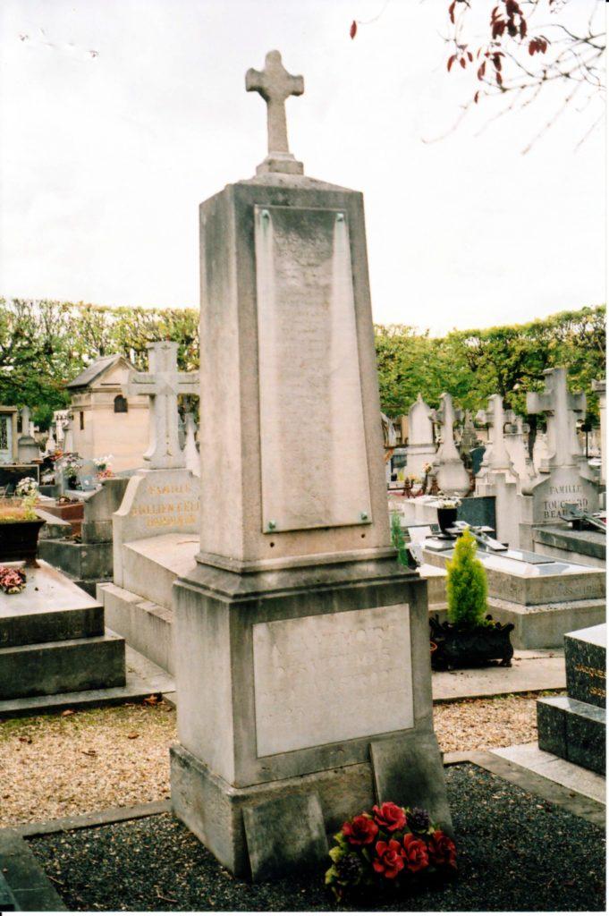 Monument élevé à la mémoire des Sapeurs-Pompiers - cimetière ancien de Rueil